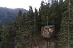 В Норвегии построили отель на дереве
